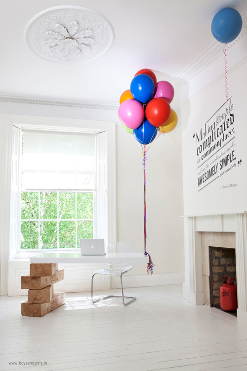 Adorable-Reception-Desk-Suspended-by-Balloons