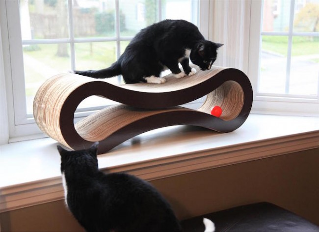 Deluxe-Cat-Scratcher-Lounge-by-PetFusion-01-650x472